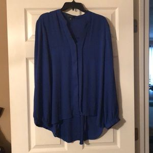 Blue long-sleeve, hi-lo blouse